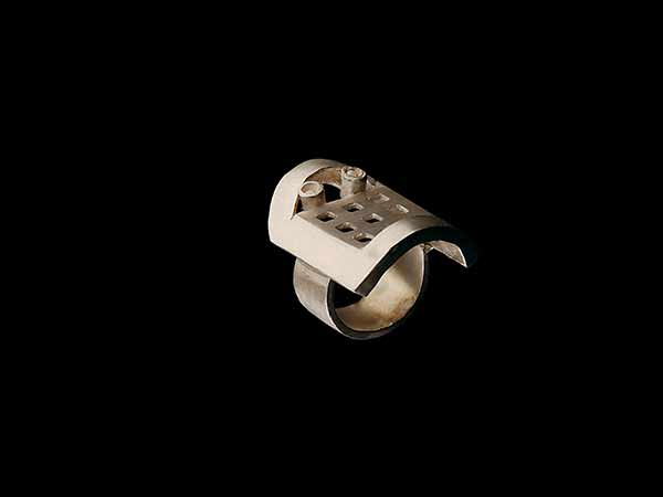 Face and Cage Ring